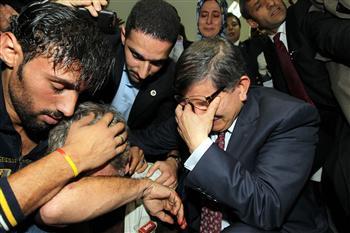 davutoglu-tears-gaza-visit-national turk-0455